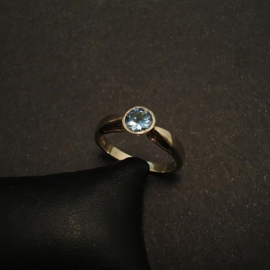 bright-agrade-aquamarine-86ctround-9ctwhite-gold-ring-01519.jpg