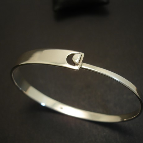 flat-profile-solid-silver-clip-bangle-03692.jpg