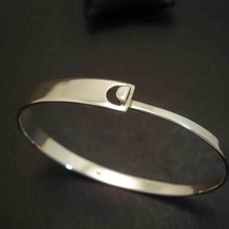 flat-profile-solid-silver-clip-bangle-03692.jpg