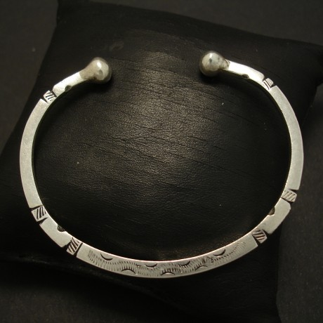 handcarved-handcrafted-silver-oval-open-bangle-03727.jpg