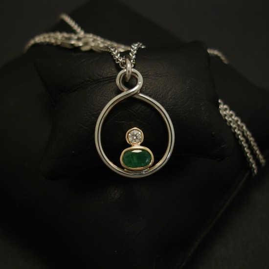 handworked-18ct-gold-emerald-diamond-pendant-03906.jpg