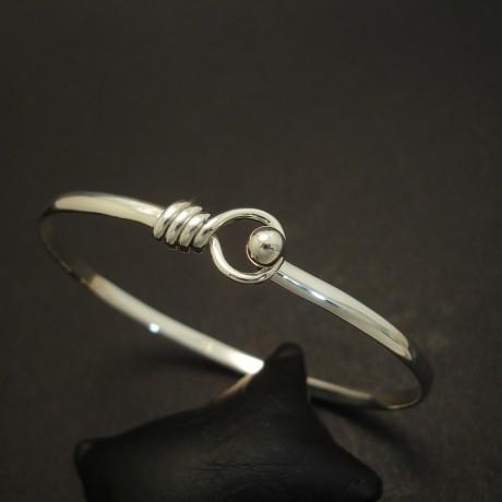 simple-clip-bangle-solid-silver-03696.jpg