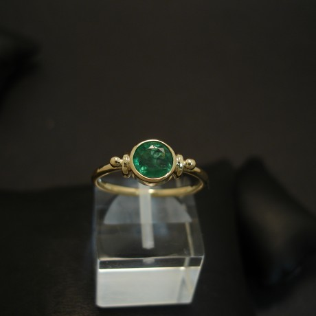 88ct-cut-round-emerald-bright-18ctgold-ring-03871.jpg