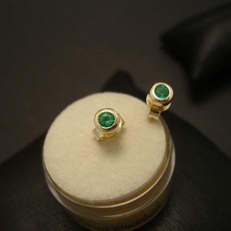agrade-bright-emerald-9ctgold-earstuds-03812.jpg