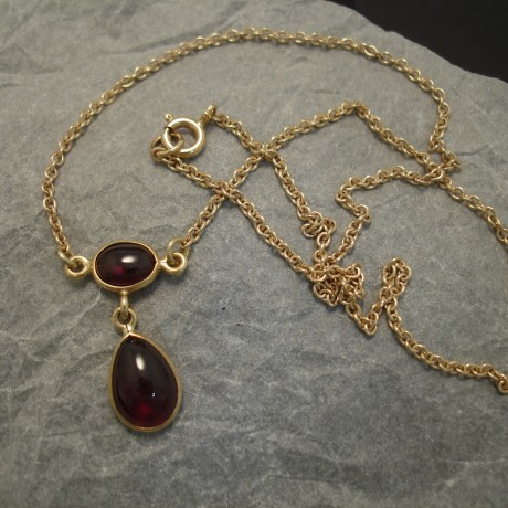agrade-cabochon-garnets-9ctgold-necklace-04194.jpg