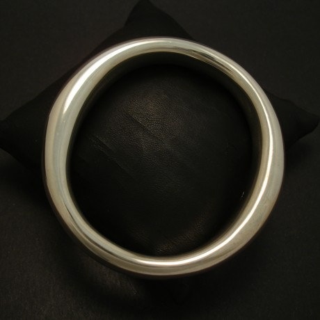swelling-form-sterling-silver-bangle-03924.jpg