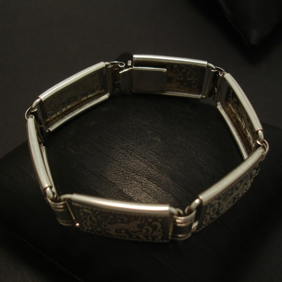 1940s-german-embossed-silver-bracelet-04116.jpg