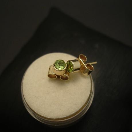 4mm-round-green-peridot-9ctgold-earstuds-04193.jpg