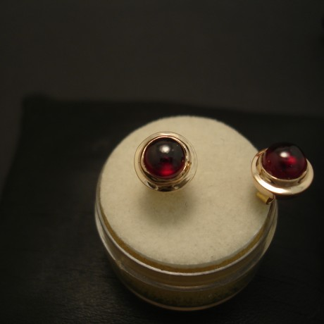 agrade-6mm-cabochon-garnets-9ctrose-gold-earstuds-04051.jpg