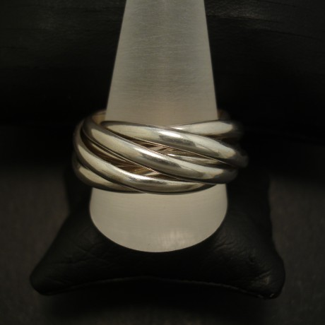 seven-silver-interlo9cking-band-ring-04086.jpg