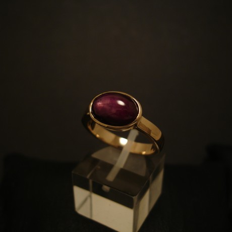 purple-plush-star-ruby-hmade-9ctgold-ring-04928.jpg