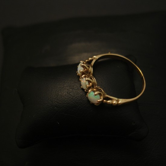 three-australian-white-opals-10ctgold-ring-04033.jpg