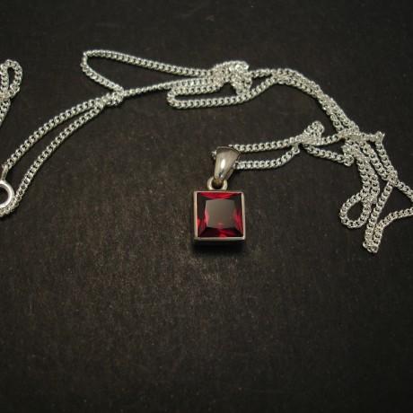 7mm-square-garnet-hmade-silver-pendant-04368.jpg