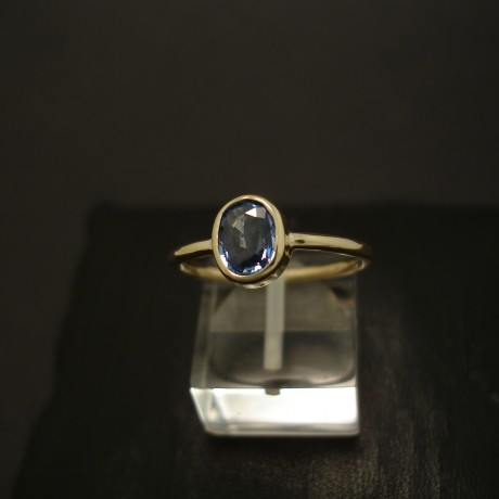 .81ct-delicate-blue-sapphire-hmade-9ctgold-ring-04383.jpg