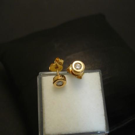 diamond-.16mmtotal-9ctgold-earstuds-04261.jpg