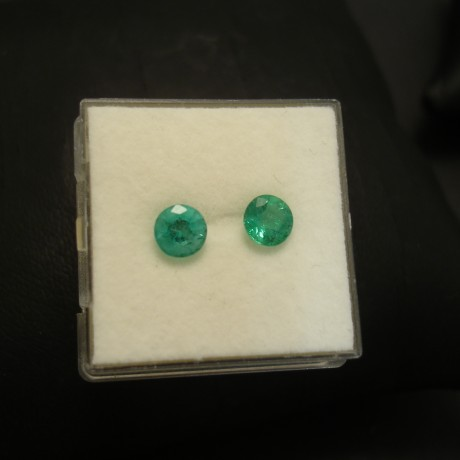 emerald-pair-5mm-103ct-bright-green-04214.jpg