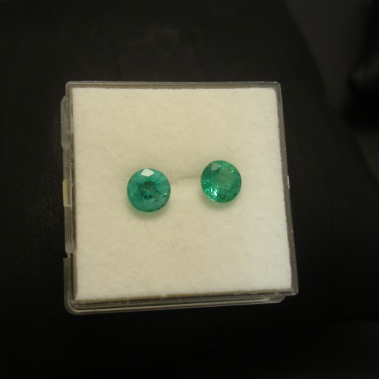 emerald-pair-5mm-103ct-bright-green-04214.jpg