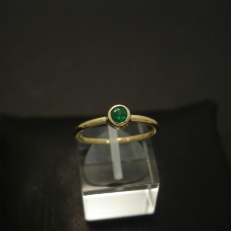 superfine-small-columbian-emerald-18ctgold-hmade-ring-04294.jpg