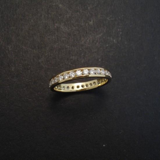 32-diamonds-channel-18ctgold-ring-02971.jpg