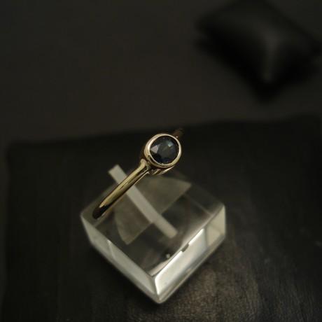 half-carat-sapphire-fine-blue-hmade-18ctgold-ring-04406.jpg