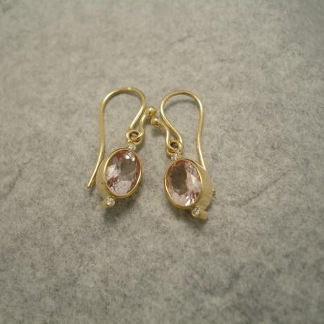 translucent-pink-morganite-18ctgold-eardrops-04495.jpg