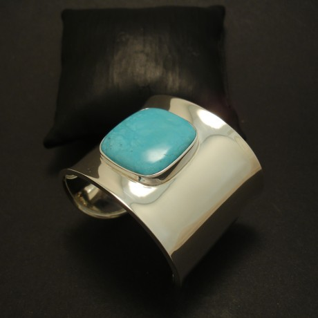 27mm-square-turquoise-wide-silver-cuff-04509.jpg