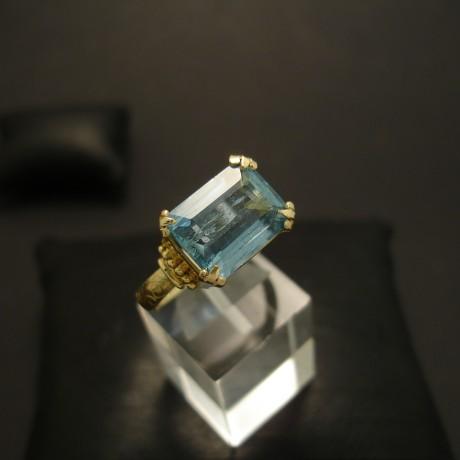56ct-natural-aquamarine-20ctgold-ring-04572.jpg