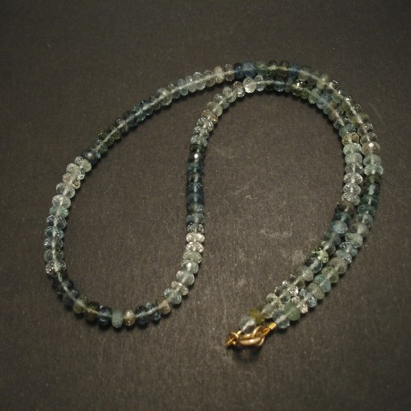 aquamarine-shades-necklace-cut-gemstones-9ctgold-04677.jpg