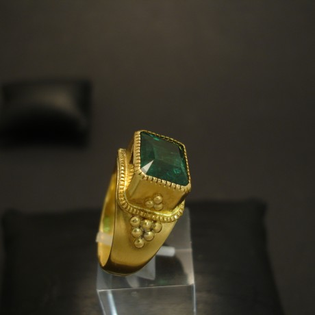 large-emerald-6ct-22ctgold-ring-04568.jpg
