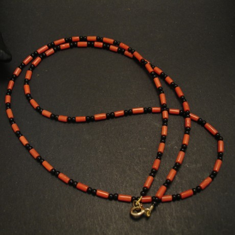 smart-colour-black-onyx-coral-necklace-9ctgold-04669.jpg