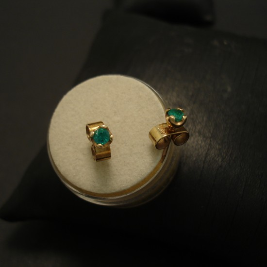 emerald-zaire-4claw-9ctgold-earstuds-04786.jpg
