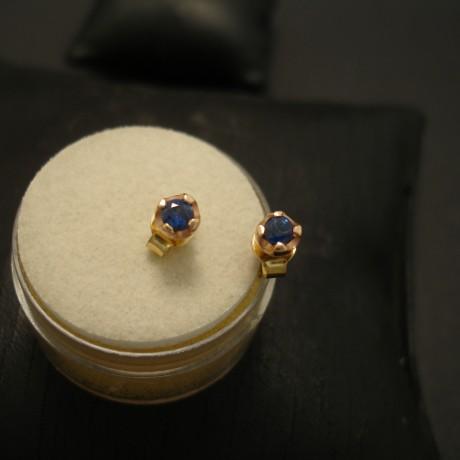 fine-lively-ceylon-blue-sapphire-earstuds-9ctrose-gold-04777.jpg