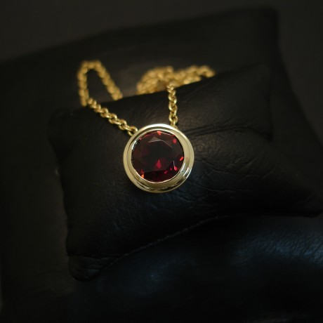 best-wine-red-garnet-8mm-9ctgold-pendant-04036.jpg