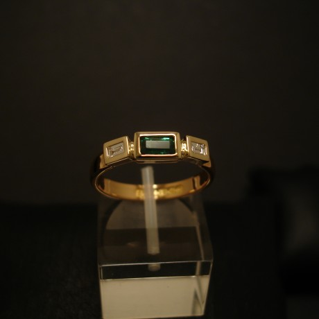 22ct-gold-ring-emerald-diamonds-04929.jpg