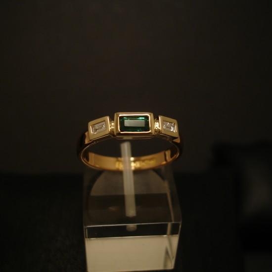 22ct-gold-ring-emerald-diamonds-04929.jpg