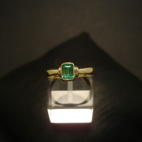 emerald-agrade-natural-baguette-18ctgold-ring-04822.jpg