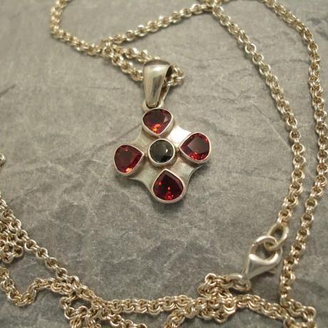 neat-handcrafted-silver-pendant-4garnets-iolite-04848.jpg