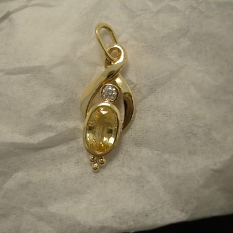 oval-yellow-sapphire-diamond-18ctgold-pendant-04888.jpg