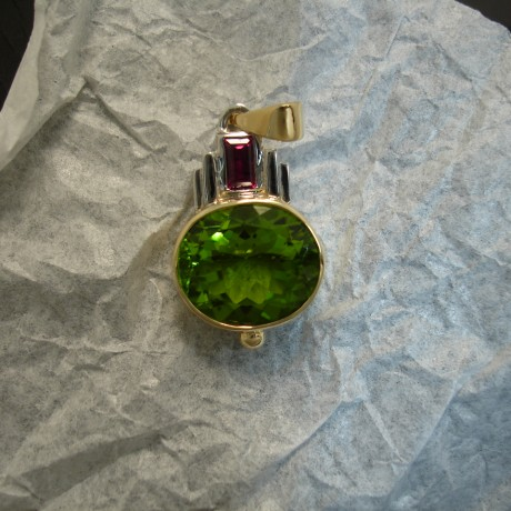 peridot-green-ruby-red-18ctgold-hmade-pendant-04875