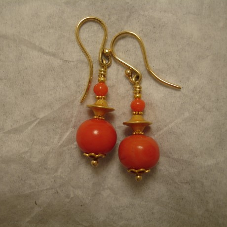 saturated-orange-red-antique-corals-18ctgold-earrings-04945.jpg