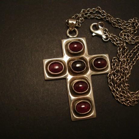 handcrafted-cross-silver-pendant-6-garnets-05113.jpg