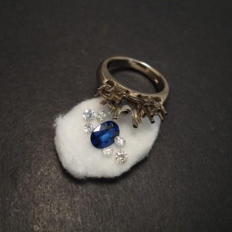 second-step-handmake-unique-engagement-ring-07400.jpg