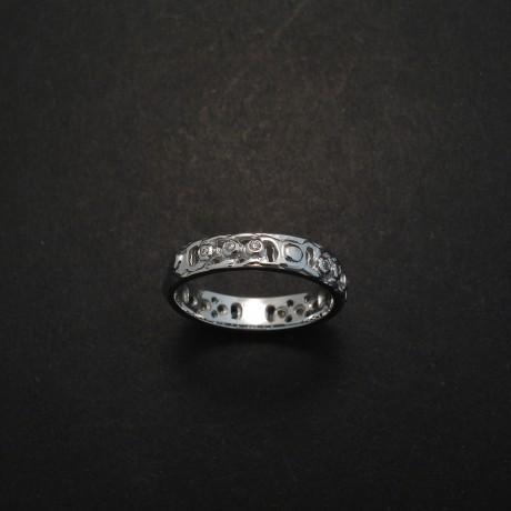 9ct-white-gold-celtic-knot-ring-diamonds-03411.jpg