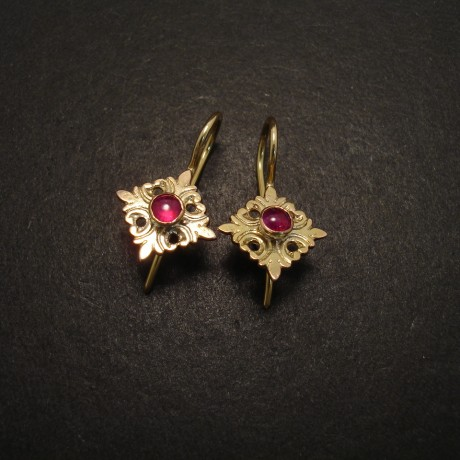 handcarved-20ctgold-earrings-ruby-glass-05859.jpg