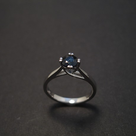 classic-elegance-sapphire-solitaire-whitegold-engagement-ring-08036