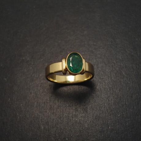 columbian-emerald-1ctoval-18ctgold-ring-06743.jpg