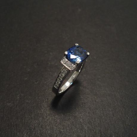 customer-design-18white-engagement-cushion-sapphire-06829