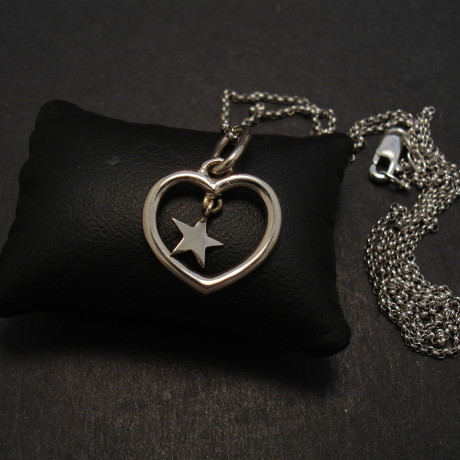 starry-heart-pendant-18ctwhite-gold-08354.jpg