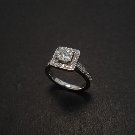 square-radiant-diamond-18white-engagement-ring-08461.jpg