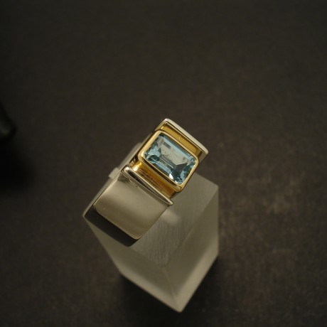 aquamarine-7x5mm-baguette-silver-18ctgold-02582.jpg